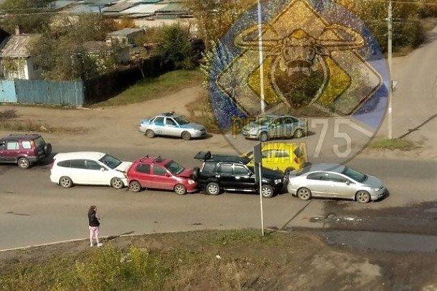 ДТП с участием четырёх автомобилей Honda на Магистральной в Чите