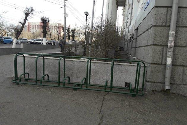 Велопарковка рядом с управлением ЗабЖД