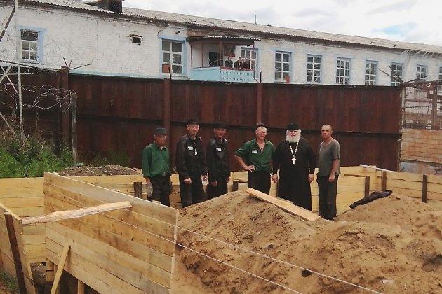 Заключённые ИК-5 в Чите на месте будущего храма
