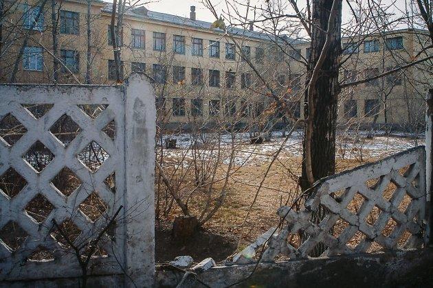 Забор обрушился, и его никто не восстанавливает