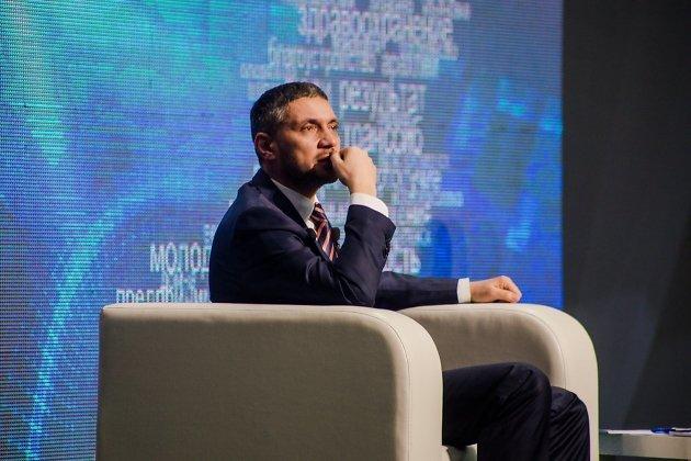Врио губернатора Александр Осипов растрогался рассказом многодетной матери на