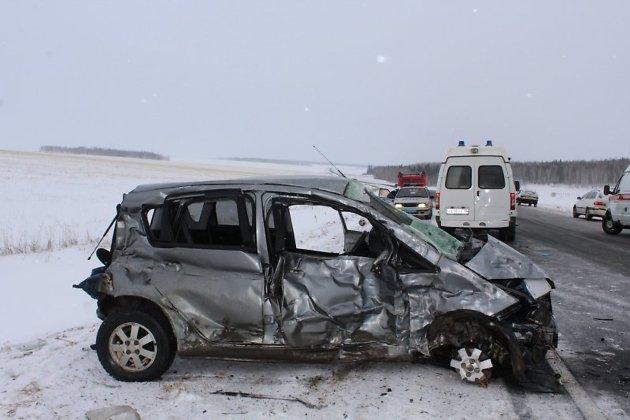 ВТулунском районе вкрупном ДТП умер мужчина, еще 5 человек пострадали