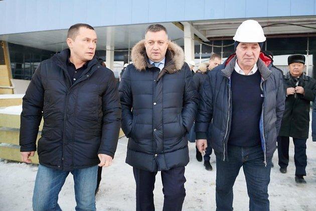 Дмитрий Бердников, Игорь Кобзев и Владимир Матиенко на стройке ледового дворца в декабре 2019 года