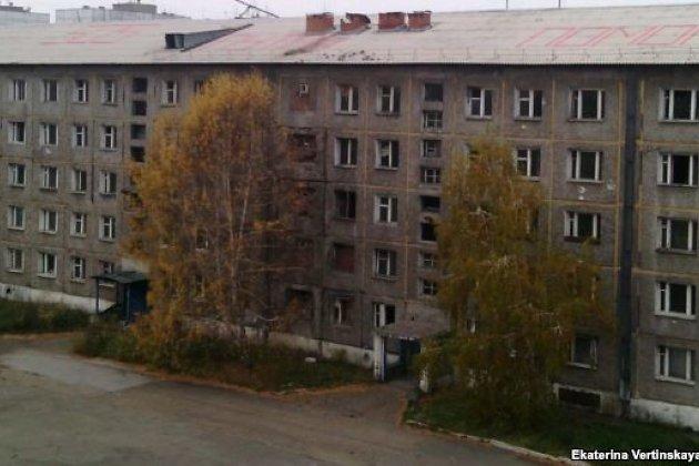 Замерзающие граждане дома вИркутске написали накрыше «Путин, помоги»