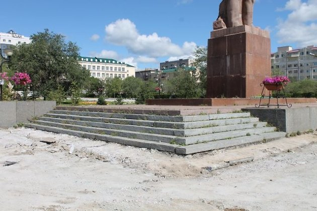 Ступени у памятника Ленину в Чите