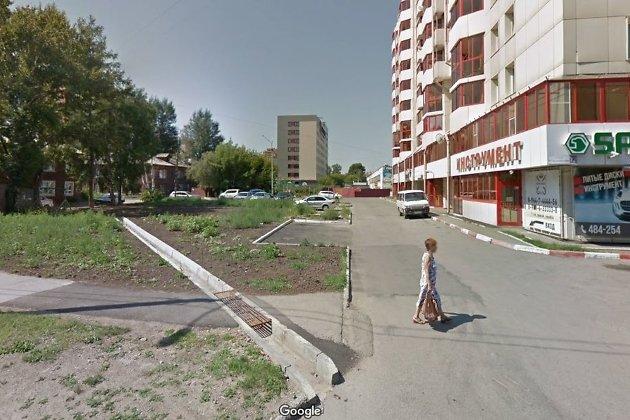 Участок, на котором планируется возвести два высотных здания. Слева - два дома по улице Лыткина, расселённые в 2018 году