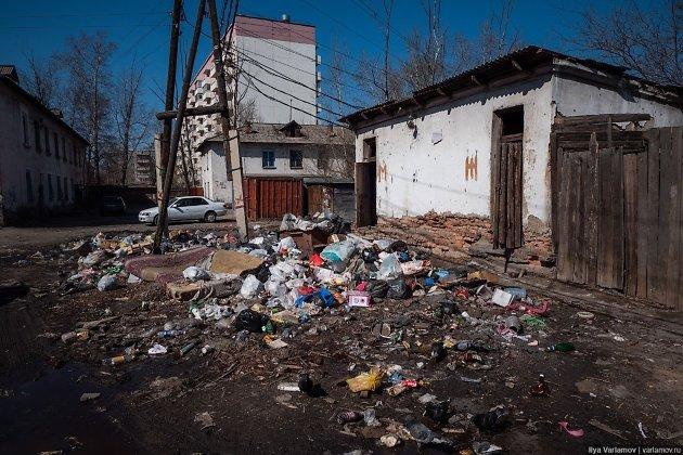 Стихийная свалка во дворе дома в Ингодинском районе