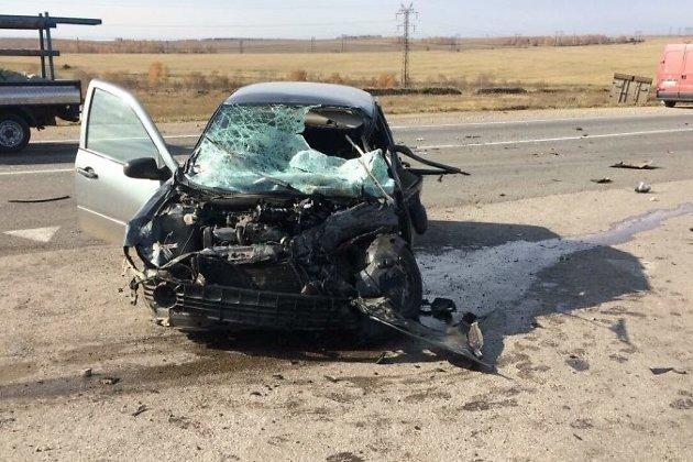 ВЧеремховском районе при столкновении «Лады Калины» с фургоном умер человек