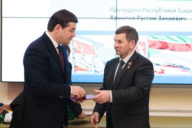 Марат Мирхайдаров (слева)