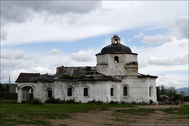 Кондуйская церковь, построенная из кирпича монгольского дворца XIV века