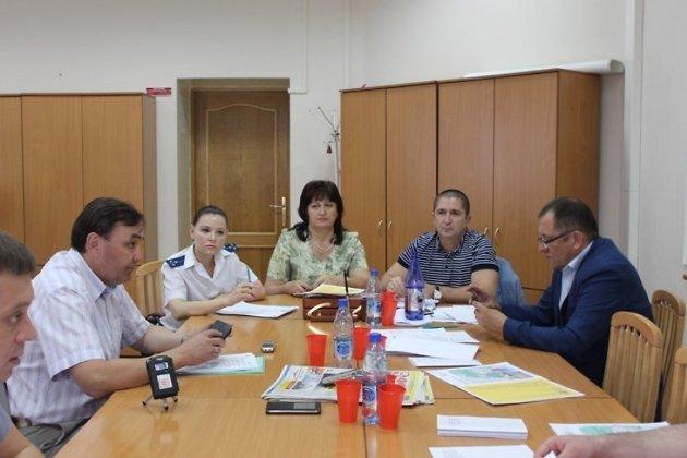 Елена Глущенко (в центре)