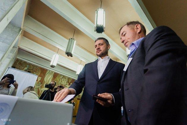 Врио губернатора Забайкальского края Александр Осипов голосует на выборах губернатора в 2019 году.