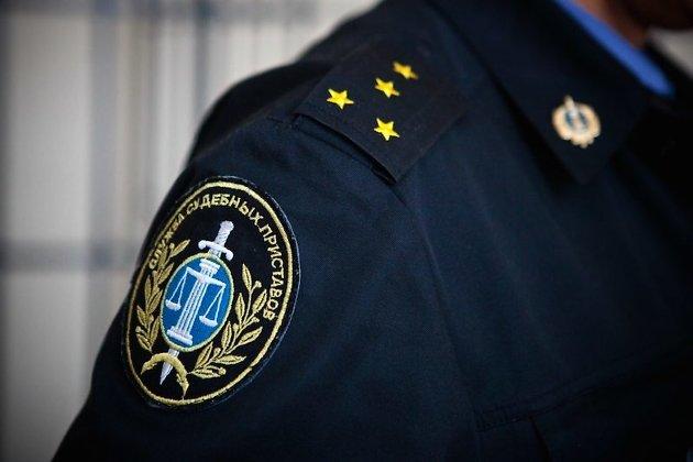 ВАнгарске дело обизбиении судейским приставом должника направлено всуд