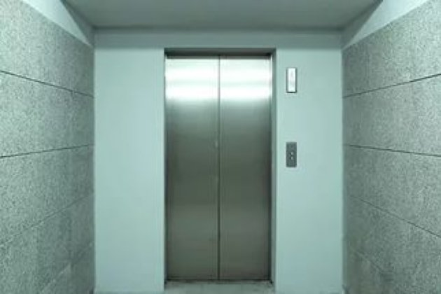 Водном издомов Иркутска мог сорваться лифт слюдьми