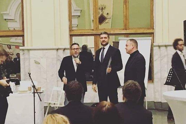 Губернатор Забайкалья Александр Осипов (выше остальных) на вручении ему премии за лучшую губернаторскую предвыборную кампанию