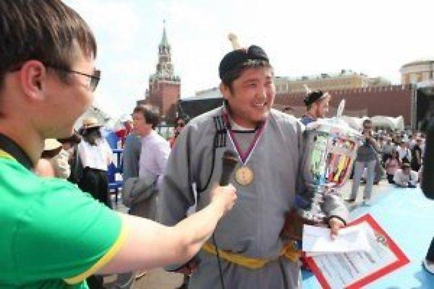 Максаров после победы на турнире по бурятской борьбе в Москве