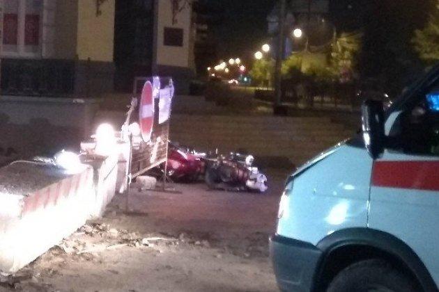 Мотоцикл, на котором водитель протаранил бетонный блок в Чите