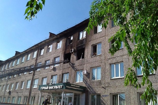 Здание горного факультета ЗабГУ со следами пожара
