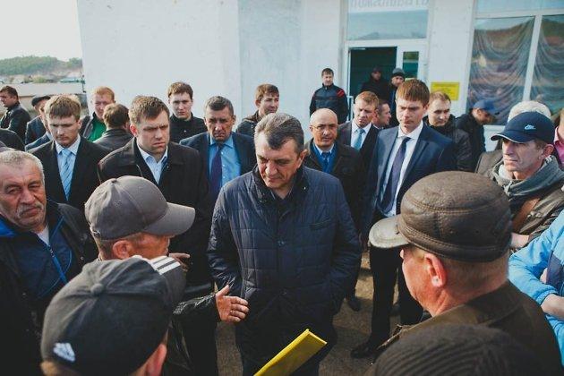 Встреча бастующих шахтёров с полпредом в СФО Сергеем Меняйло