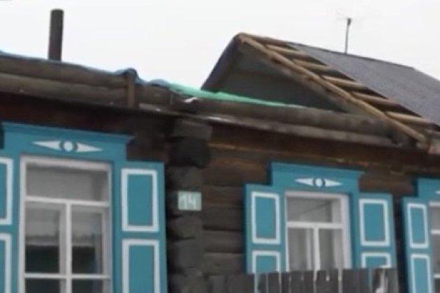 Крышу дома труженицы тыла из Балея снёс штормовой ветер 15 марта.