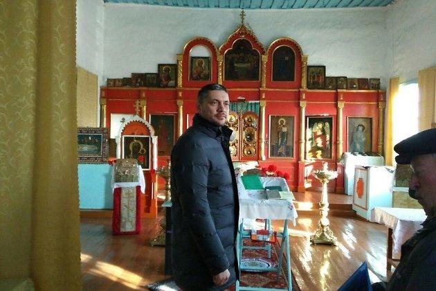 Александр Осипов в церкви села Доно.