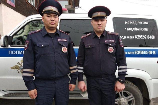 Сотрудники ППС, спасшие 5 мужчина на пожаре в Бодайбо