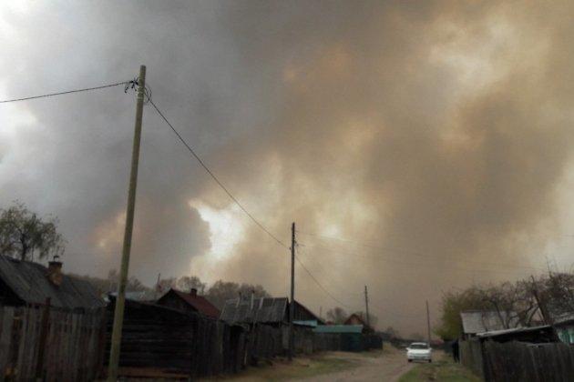 Дым от пожара в Вершино-Дарасунском