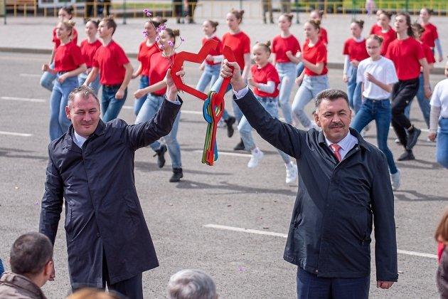 Сити-менеджер Читы Александр Сапожников и глава города Евгений Ярилов на Дне города