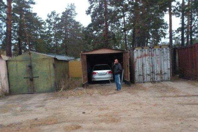 Незаконно установленные гаражи у детсада №75