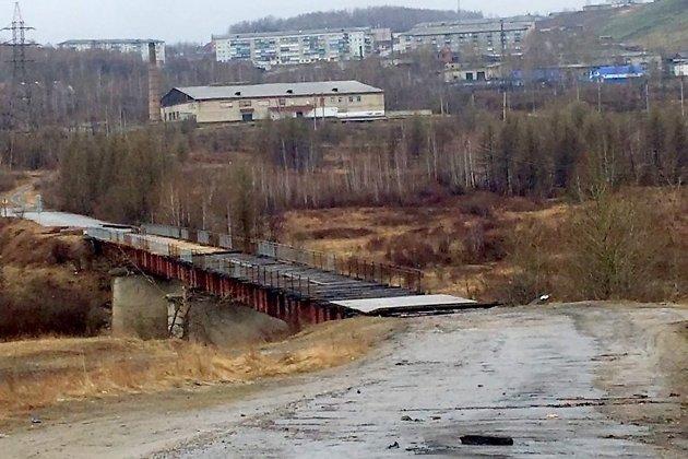 Мост в Могоче, на котором ведутся ремонтные работы