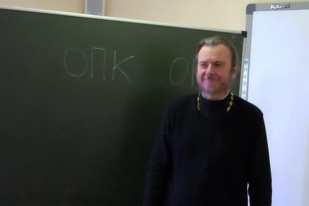 Протоиерей Роман Витюк в центре материально-технического обеспечения сузов Забайкалья