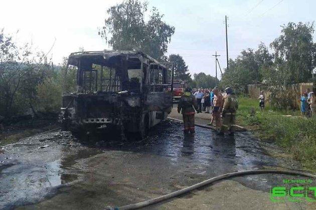 ВБратске дачный автобус зажегся вместе спассажирами