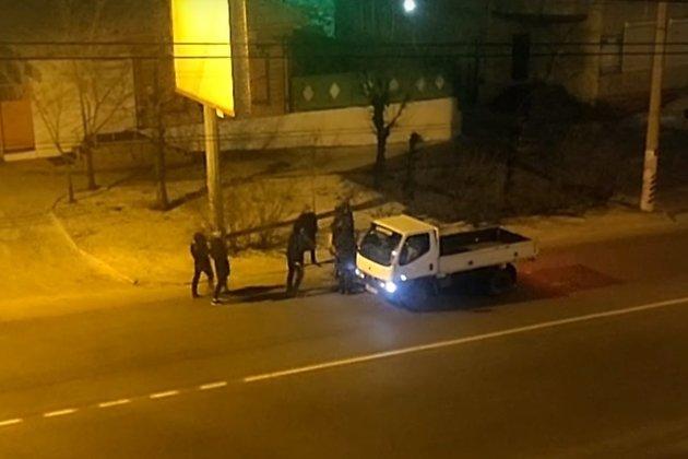 Неизвестные в Чите напали на автомобиль