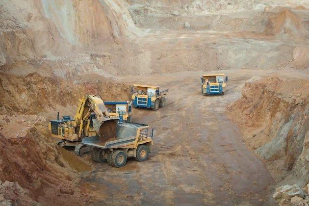 Погрузка руды на Савкинском