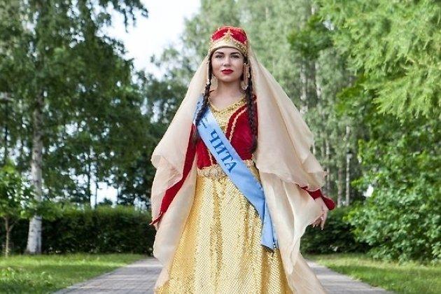 Любовь Корякина в национальном костюме на конкурсе в Карелии