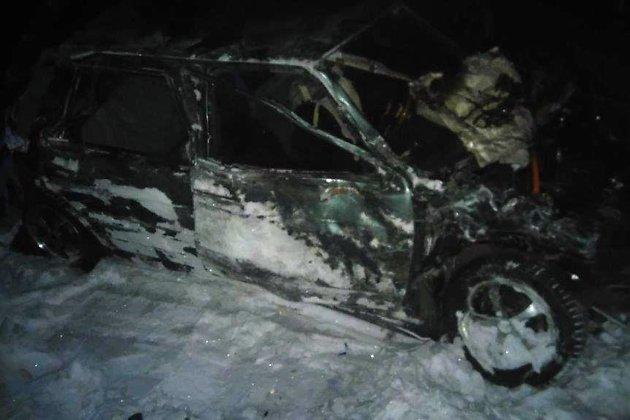 ВЧунском районе грузовой поезд смял леговушку: умер шофёр автомобиля