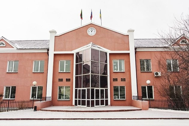 Здание администрации и совета Могойтуйского района
