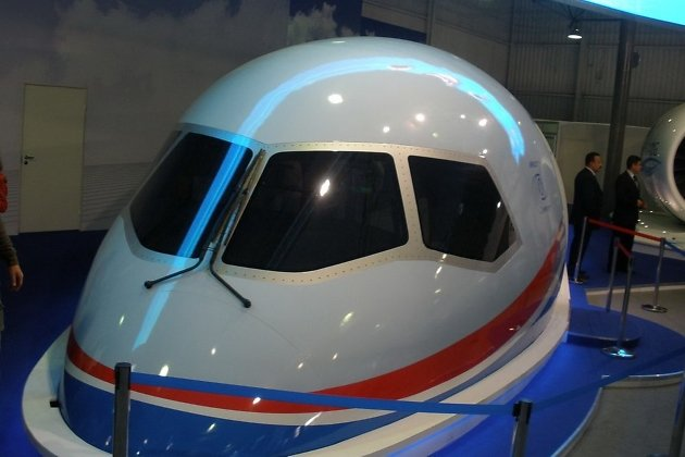 Полноразмерный макет кабины МС-21 на авиасалоне МАКС-2011