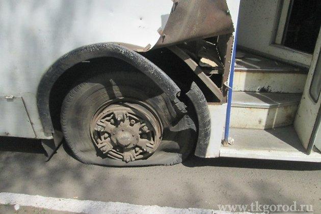 ВБратске утроллейбуса находу взорвалось колесо: девушка получила открытый перелом