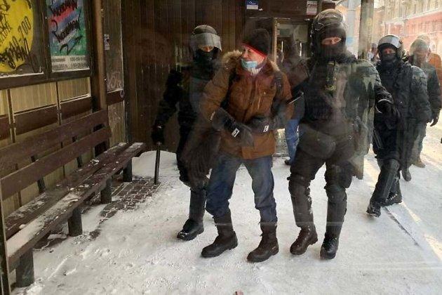 На сотановке на улице Ленина начались задержания участников акции