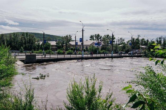 Мост на Пожарке во время наводнения 10 июля 2018 года