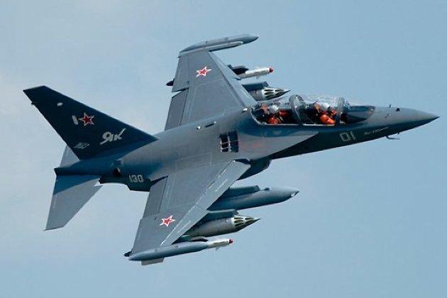 Иркутский авиазавод установил три Як-130 ввоенное авиационное училище Краснодара
