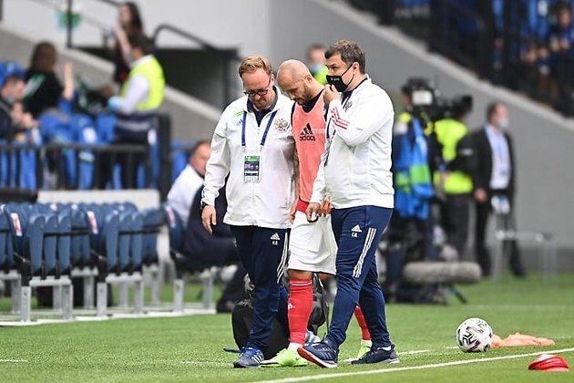 Фёдор Кудряшов покидает разминку сборной России перед игрой с Болгарией