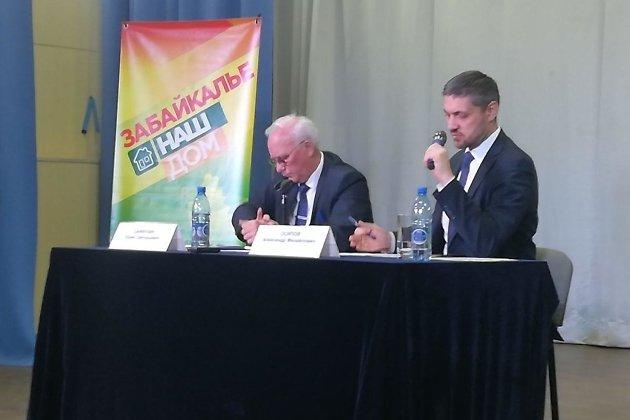 Глава Борзинского района Юрий Сайфулин и временно исполняющий обязанности губернатора Забайкальского края Александр Осипов.