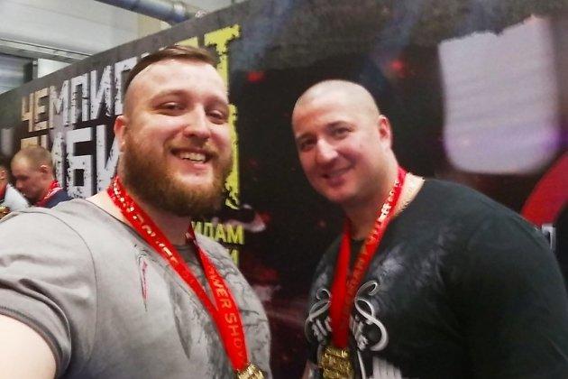 Читинские пауэрлифтеры Николай Щегрин (слева) и Пётр Дружинин