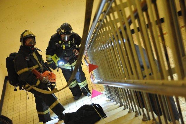 Пожарные спасли 13 человек изгорящего дома наКарла Либкнехта