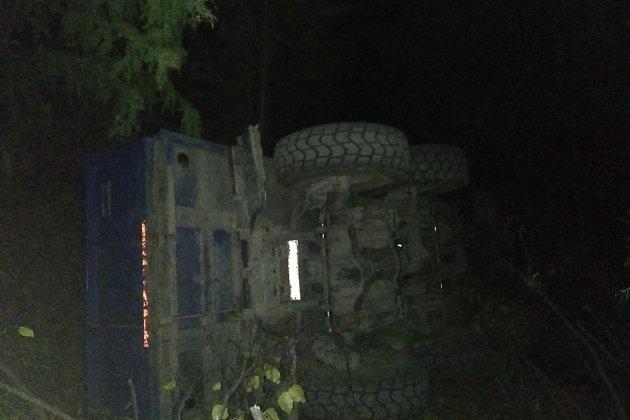 Слетевший с трассы грузовик
