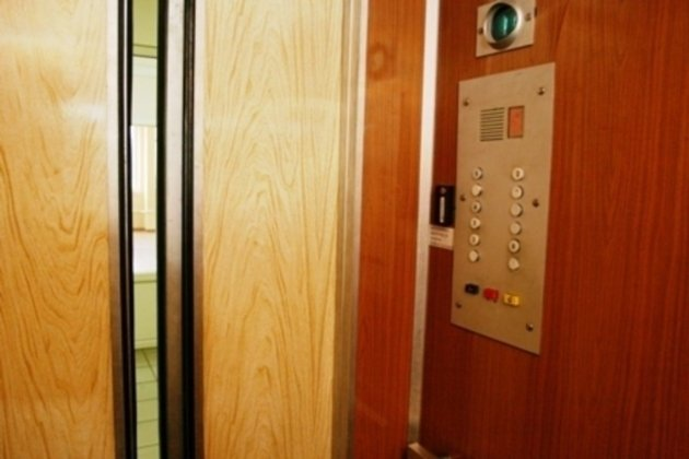 Лифт с 3-х летней девочкой, предположительно, сорвался сседьмого этажа вНово-Ленино