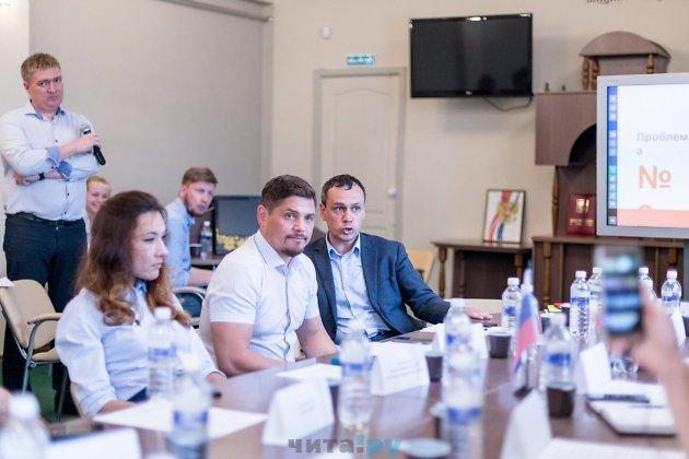 Против мнения Кулеша выступил Дмитрий Кочергин. Он сказал, что результат реконструкции в любом случае лучше надгробных камней, которые лежали на площади 25 лет