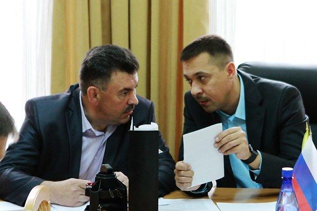Максим Потапов (справа)